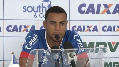 Atacante Gustavo segue com ótimo desempenho no Bahia - Em partida na quarta (8), contra o Bahia de Feira, o atacante marcou 2 gols em pouco mais de meia hora.