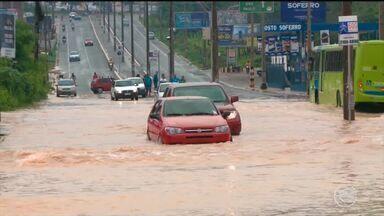 Chuva causa prejuízos, estragos e transtornos em vários bairros de Teresina - Chuva causa estragos e transtornos em vários bairros de Teresina