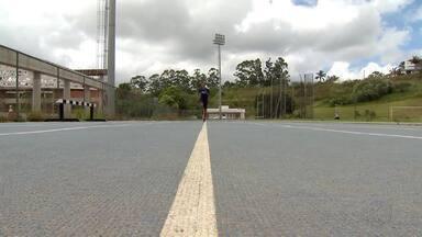 Jovem juiz-forano se prepara para sul-americano de atletismo no Chile - Pedro Henrique, de 15 anos, é campeão brasileiro no cross country, a corrida na natureza. Com o ouro no peito, ele garantiu a vaga na seleção brasileira.