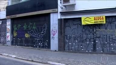 Mais de 30 mil lojas fecharam as portas em todo o estado em 2016 - A impressão de movimento fraco no comércio agora se traduz em números. Eles indicam queda nas vendas e o fechamento de mais de 30 mil lojas em todo estado de São Paulo.