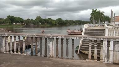 População reclama de situação do cais de Pindaré Mirim - O que mais tem causado transtornos é a sujeira nas margens do Rio Pindaré.