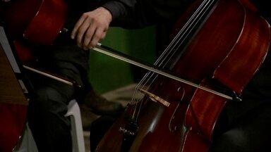 Orquestra Reclicando Sons da Estrutural faz serenata no dia de São Valentim - Esta terça-feira (14) foi dia de São Valentim. Em muitos lugares, como os Estados Unidos, foi também o Dia dos Namorados. Mas aqui, a data não passou em branco. Para encontrar um casal, a orquestra da Estrutural foi lá para o Recanto das Emas.