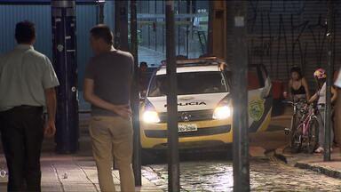 Homem é morto no centro histórico de Curitiba - A polícia suspeita que a morte tenha sido motivada pelo tráfico de drogas.