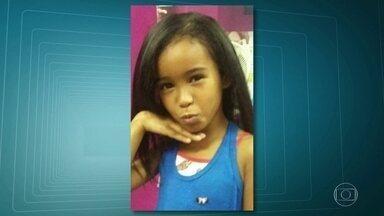 Divisão de Homicídios assume investigação da morte de menina baleada no Complexo da Maré - A menina Fernanda Adriana, de 7 anos, foi atingida por uma bala perdida enquanto brincava em casa, no Complexo da Maré.