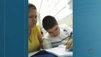 Mães de crianças com necessidades especiais precisam entrar em escolas em Ribeirão Preto - Colégios estão sem professores de apoio na Rede Municipal de Ensino.
