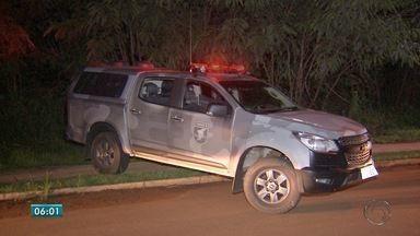 Dois morrem em troca de tiros com a polícia em Campo Grande - Eles e mais um outro rapaz estavam em um carro quando foram abordados pelo Batalhão de Choque da Polícia Militar. Houve tentativa de fuga.