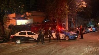 Bom Dia Rio - Edição de sexta-feira, dia 17/02/ 2017 - Um homem que saía do cinema com a namorada foi morto em um assalto em Vila Isabel. E o principal suspeito de matar um mecânico, em São Gonçalo, se entregou à polícia. E mais as notícias da manhã.