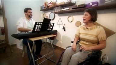Musicoterapia trabalha com o potencial do paciente em tratamento - A musicoterapia está entre as novas práticas que foram incluídas pelo SUS.