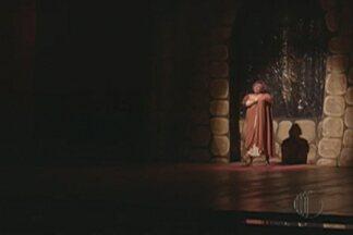 """Mogi recebe peça teatral espírita neste sábado - Espetáculo """"Um amor de renúncia"""" conta história do romance entre uma mulher e um padre."""