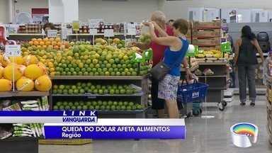 Dólar mais baixo tem influenciado o preço de alguns produtos - No supermercado é possível perceber a diferença de preço nas prateleiras.