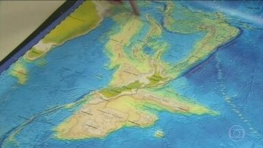 Equipe de geólogos afirma ter descoberto um oitavo continente - O novo continente foi batizado de Zelândia. Ele existe há milhões de anos, mas está quase todo escondido debaixo d'água. As únicas partes acima do nível do mar são a Nova Zelândia e a Nova Caledônia.