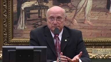 Temer opta pelo deputado do PMDB Osmar Serraglio para o Ministério da Justiça - Ele foi relator da principal CPI que investigou o mensalão. Mais recentemente, se aproximou de Eduardo Cunha e, no fim do ano passado, votou por punições mais duras contra juízes e procuradores.
