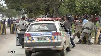 Motim provoca confusão e violência em presídios de GO - A rebelião na tarde da quinta-feira (23) no Complexo Prisional de Aparecida de Goiânia acabou com cinco mortos e 35 feridos.