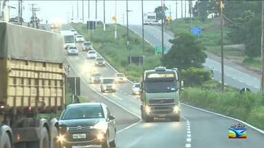 Veja a movimentação de motoristas na BR-135 no MA - Aumenta a movimentação de motoristas no início do feriado de carnaval na rodovia que corta o estado do Maranhão.