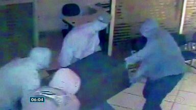 Organização suspeita de sequestrar capixabas é presa no ES - Seis pessoas da organização criminosa foram presas nesta terça-feira (21).Vítimas eram feitas reféns durante roubo a instituições financeiras.
