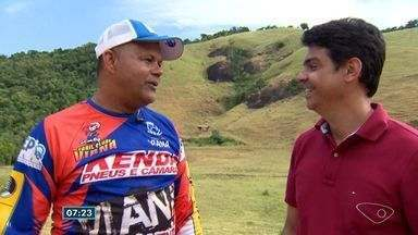 Papo de atleta: Pierre conversa com piloto de rali do ES - Pierre se aventurou pela trilha em Viana e gostou da experiência.