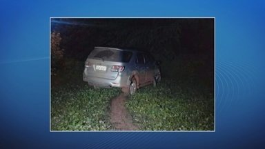 Carro é roubado com mulher e duas crianças dentro em Porto Velho - Vítimas estavam saindo de restaurante quando foram abordadas. Suspeito que dirigia o carro perdeu o controle da direção e bateu o veículo.