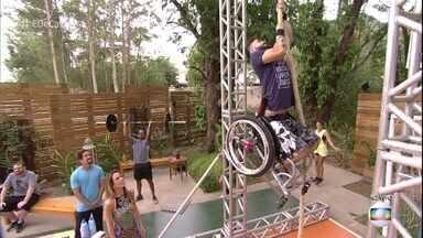 Diego perdeu 75 kg praticando crossfit com cadeira de rodas - Ele afirma que o esporte salvou sua vida e mostra alguns exercícios