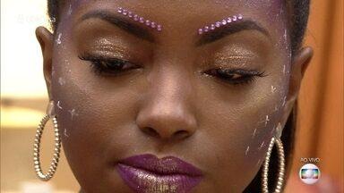 Blogueira ensina a fazer maquiagem rápida para Carnaval - Camila Nunes também mostra como tirar glitter após a folia