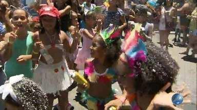 Bloco Algodão doce desfila no Campo Grande - A magia é o tema deste ano.