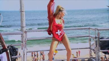 Confira como foi a sexta (24) de carnaval no circuito da Barra/Ondina - Claudia Leitte e Anitta foram um dos destaques.