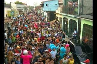 Blocos tradicionais de Vigia atraem milhares de foliões - Brincantes capricham nas fantasias para curtir o Carnaval no município.