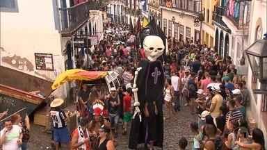 Ruas históricas e repúblicas têm carnaval contagiante em Ouro Preto - No último dia, folia levou muita gente para a rua.