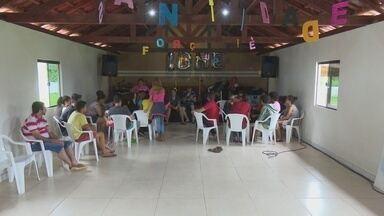 Jovens participam de retiro espirirual em Cacoal - Algumas pessoas fogem da folia e se dedicam às orações.