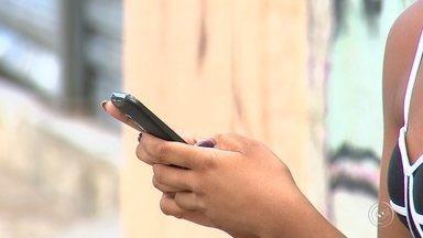 Sorocaba registra aumento de assaltos em pontos de ônibus - Em Sorocaba, vira e mexe tem gente sendo assaltada em ponto de ônibus. Ladrões armados chegam e rapidamente levam bolsas e celulares.