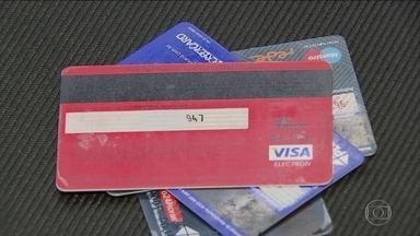 Crédito rotativo do cartão de crédito acaba em abril; confira novas opções - O consumidor que vive dependurado no cartão vai ter de arrumar outra forma de se financiar. Veja como bancos e consumidores estão se preparando para essa mudança.