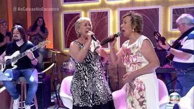 As Galvão cantam 'No Calor dos Seus Braços' - Irmãs empolgam a plateia do 'Encontro'