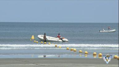 Praias ficam cheias neste sábado - Em Praia Grande, muitas pessoas aproveitam para curtir o dia ensolarado.
