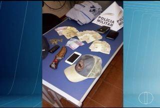 Após abastecer, homens anunciam assalto e rendem frentista na BR-135 - Eles fugiram com R$ 1.400 e foram presos em Joaquim Felício.