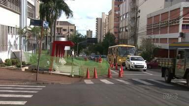 Tráfego na rua João Cândido está parcialmente interditado - A interdição ocorre no trecho entre as ruas Piauí e Pará, somente na pista exclusiva para ônibus.