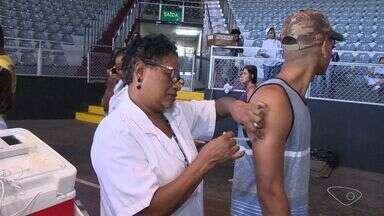 Procura por vacina contra febre amarela é grande em Vitória e Cariacica - Vacinação ultrapassou a meta das prefeituras.