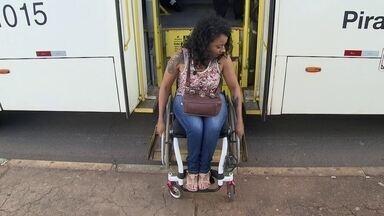 Cadeirante sofre para conseguir andar no transporte público do DF - O DFTV foi acompanhar a missão de uma cadeirante.