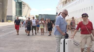Após o carnaval, turistas continuam desembarcando em Salvador - Os turistas ficam encantados com a comida, a cultura, o povo baiano e, na hora de ir embora, já planejam voltar. Confira na reportagem.