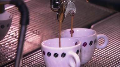 Antena Paulista - Edição de 05/03/2017 - Conheça as principais dicas para escolher o melhor café na hora da compra. Os diferentes hábitos de tomar café. E a mistura da história do café com o desenvolvimento do Porto de Santos.