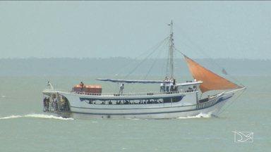 Falha em motor deixa embarcação à deriva no MA - Barco seguia para cidade de Alcântara e a pane na segunda-feira (6) deixou os passageiros assustados.