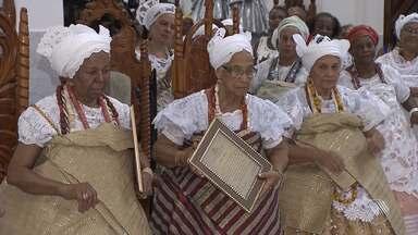 Terreiro de Salvador comemora os 50 anos de iniciação de três mães de santo - Foi a primeira vez que o tradicional Ilê Odô Ogê comemorou o Odum Adotá; confira os detalhes.