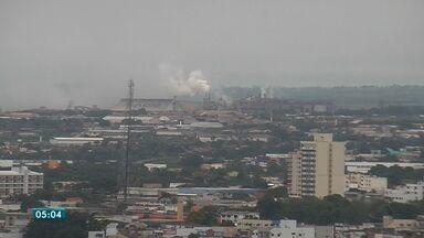 Fumaça que vem de indústrias de Rondonópolis deixa o céu da cidade cinza - Fumaça que vem de indústrias de Rondonópolis deixa o céu da cidade cinza