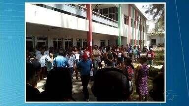 Comerciantes realizam ato contra a reestruturação da feira em União dos Palmares - Manifestantes protestaram nesta terça-feira (7), em frente a prefeitura do município.