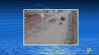 Moradores reclamam de insegurança no Loteamento Xique-Xique, em Caruaru - Alguns moradores decidiram, por conta própria, instalar câmeras de segurança em alguns postes do bairro, para tentar ajudar a polícia, em possíveis investigações.