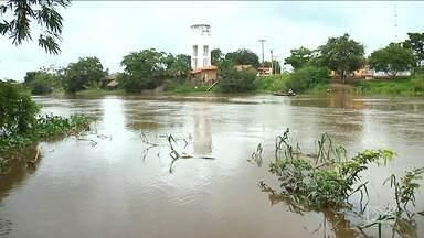 Nível do Rio Mearim sobe com chegada das chuvas no MA - Situação foi discutida numa reunião com autoridades que elaboraram um plano de atuação em caso de enchentes.