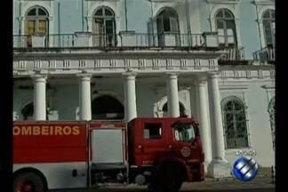 Princípio de incêndio atinge prédio da Prefeitura de Belém - Curto-circuito em um ar-condicionado teria provocado o incidente. Equipe do Corpo de Bombeiros foi acionada para o local nesta quinta-feira (9).