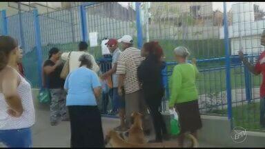 Posto de Saúde do Parque Oziel, em Campinas, tem fila para agendamento de consultas - Pacientes chegaram às 4h da manhã para garantirem o agendamento.