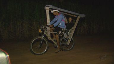 Pai improvisa bicicleta e pedala por 1h30 para levar filha à escola em São Carlos - Considerando ida e volta, Souza percorre 40 quilômetros.
