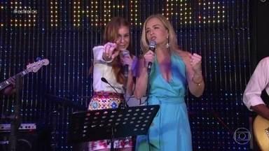 Marina Ruy Barbosa revela seu talento de cantora - Atriz sobe no palco e se diverte ao lado de Angélica
