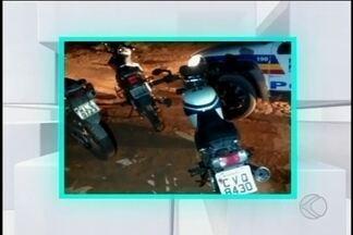 Três motos são apreendidas em Divinópolis - Segundo a PM, uma delas tinha sido roubada e as outras duas tinham queixas de furto. Ninguém foi preso.