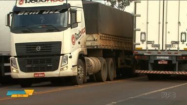 Roubo de cargas assusta caminhoneiros - Nas estradas do Paraná o prejuízo com roubo de cargas passa de 80 milhões de reais.